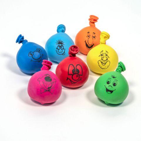 7 bunte, mit unterschiedlichen Gesichtern in schwarz bedruckte Anti-Stress-Bälle aus Luftballons.